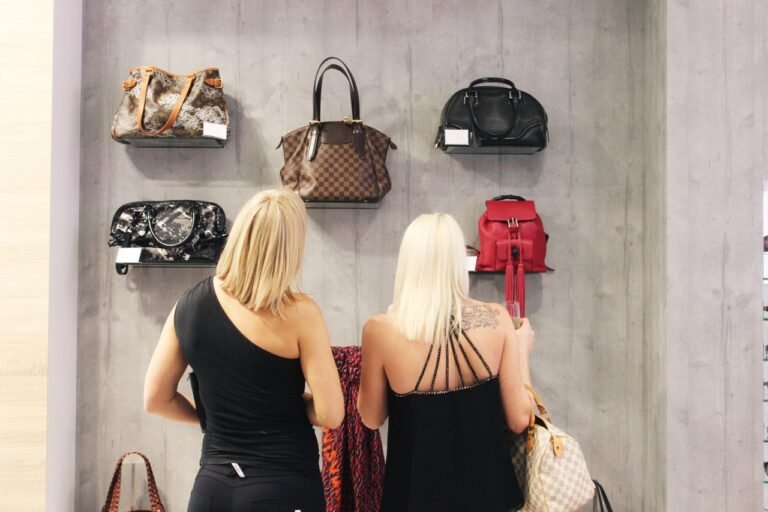 Buying Handbags: How to Make It Right